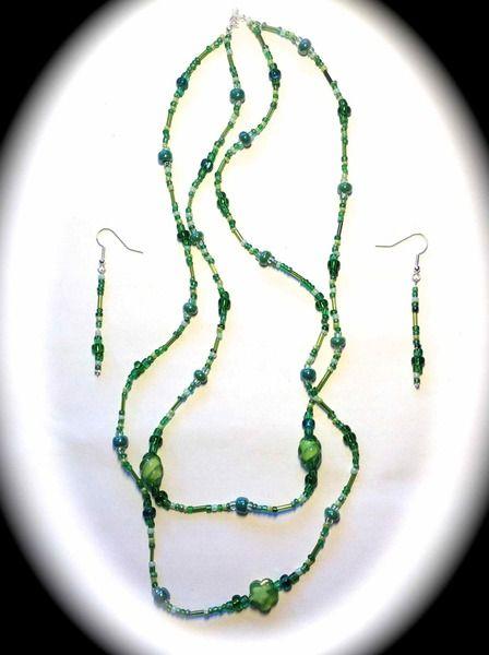"""+""""GREEN SNAKE""""+ ist ein stilvolles Schmuck-Set mit Doppelhalskette und Ohrringen.     Das Set +""""GREEN SNAKE""""+ besteht aus einer Doppelhalskette und..."""