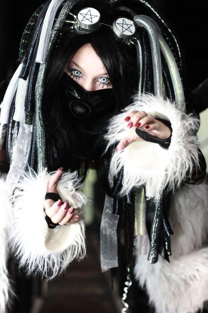 cybergoth-girls: Cybergoth girl http://cybergoth-girls