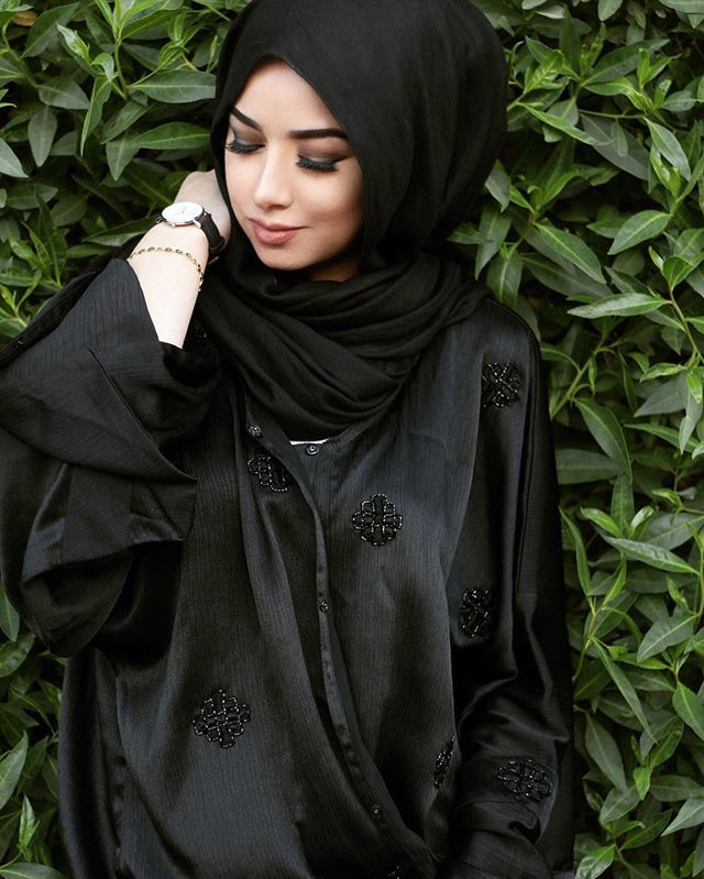 Black abayas are always bomb tbh and I got mine from @olga_cherkasova_  @olgacherkasovaad.. oh have you guys checked the super moon yesterday?