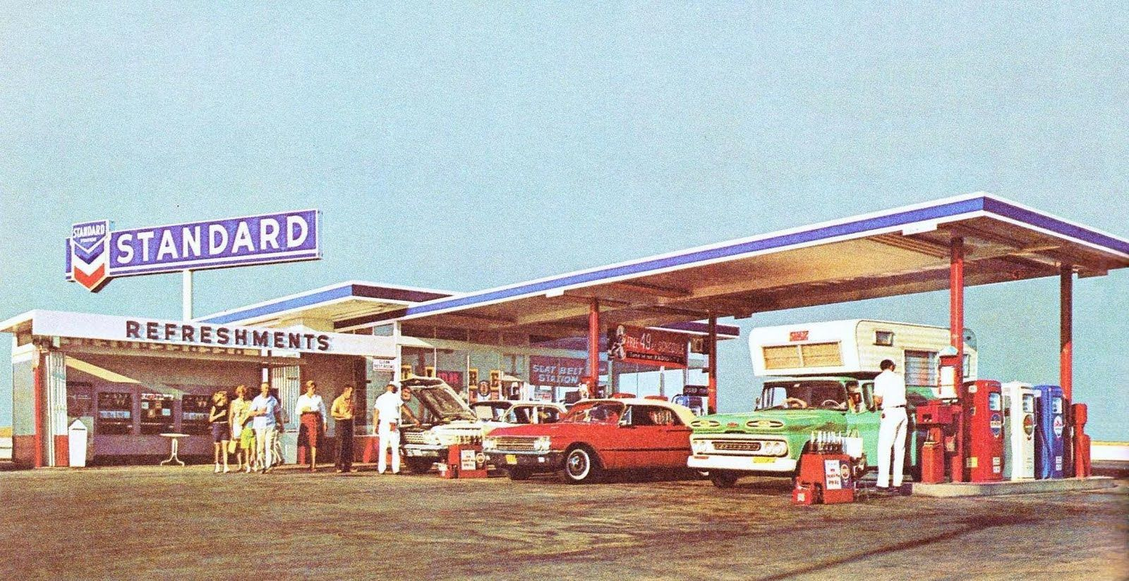 Pleasant Family Shopping: The Golden Age of Gas Stations | Old gas stations,  Gas station, Gas service