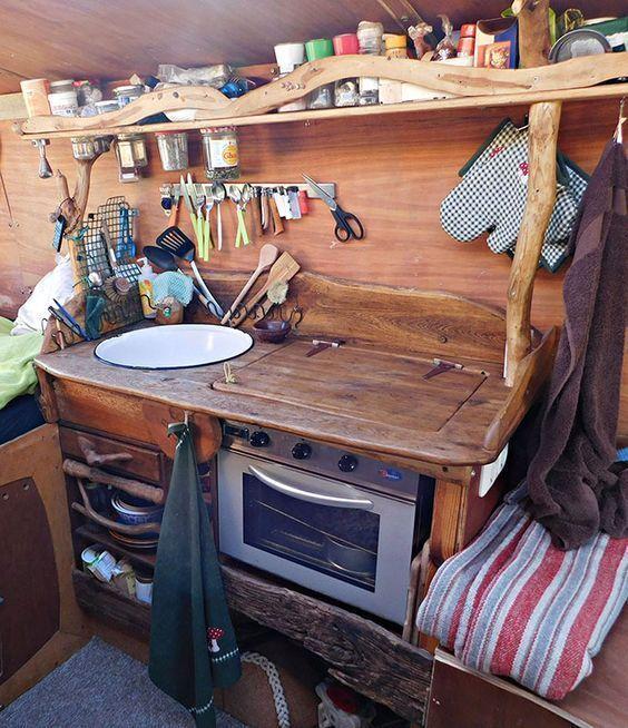 Photo of Unsere Camping-Küche mit Waschbecken und Gasofen