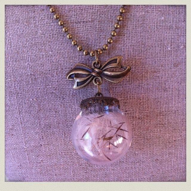 Joli collier sautoir globe verre Pissenlit : Collier par mamzelle-jule