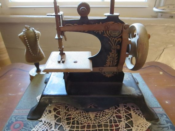 An Etsy Treasury for Retro Sewing! by Eight Mile Vintage Sews on Etsy