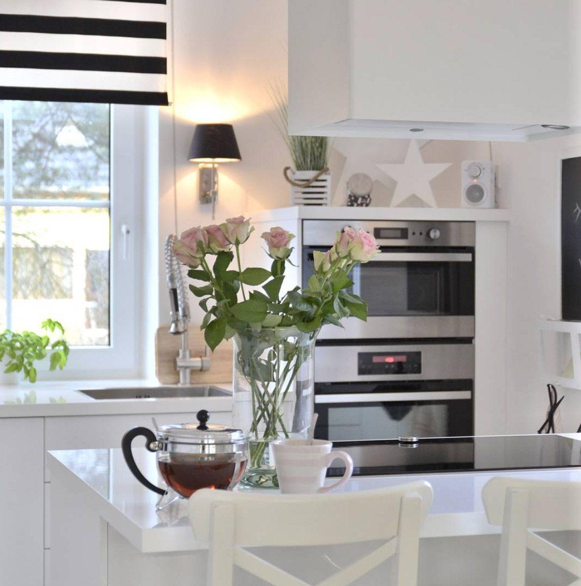die sch nsten minimalistischen k chenbilder aus dem realen leben wei e k chen liegen hier ganz. Black Bedroom Furniture Sets. Home Design Ideas