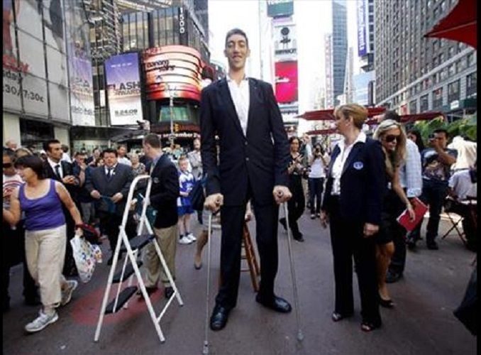Top 10 Tallest Men In The World - 2018 Update | Gazette