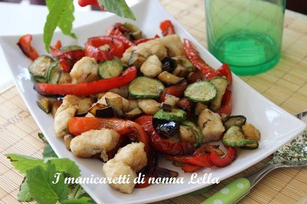 Bocconcini di pollo agli ortaggi I manicaretti di nonna Lella http://blog.giallozafferano.it/graziagiannuzzi/bocconcini-pollo-agli-ortaggi/
