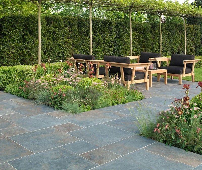 Geometrische beete eingebettet in naturstein terrasse - Losas de piedra para jardin ...
