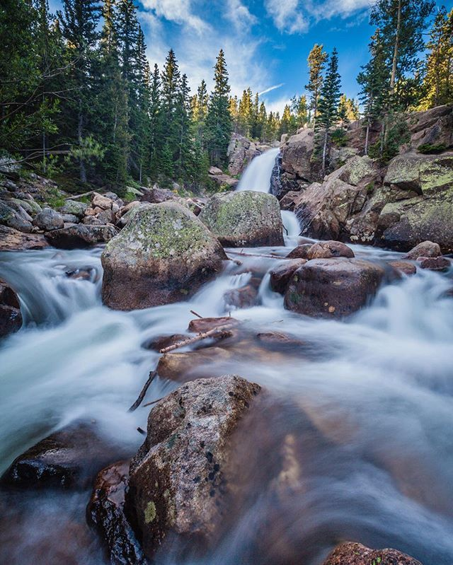 While Colorado isn't known for its waterfalls there are plenty to be found that are absolutely stunning.