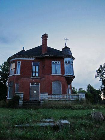 Abandoned House – Wiarton, Ontario It\'s really too bad, many of ...