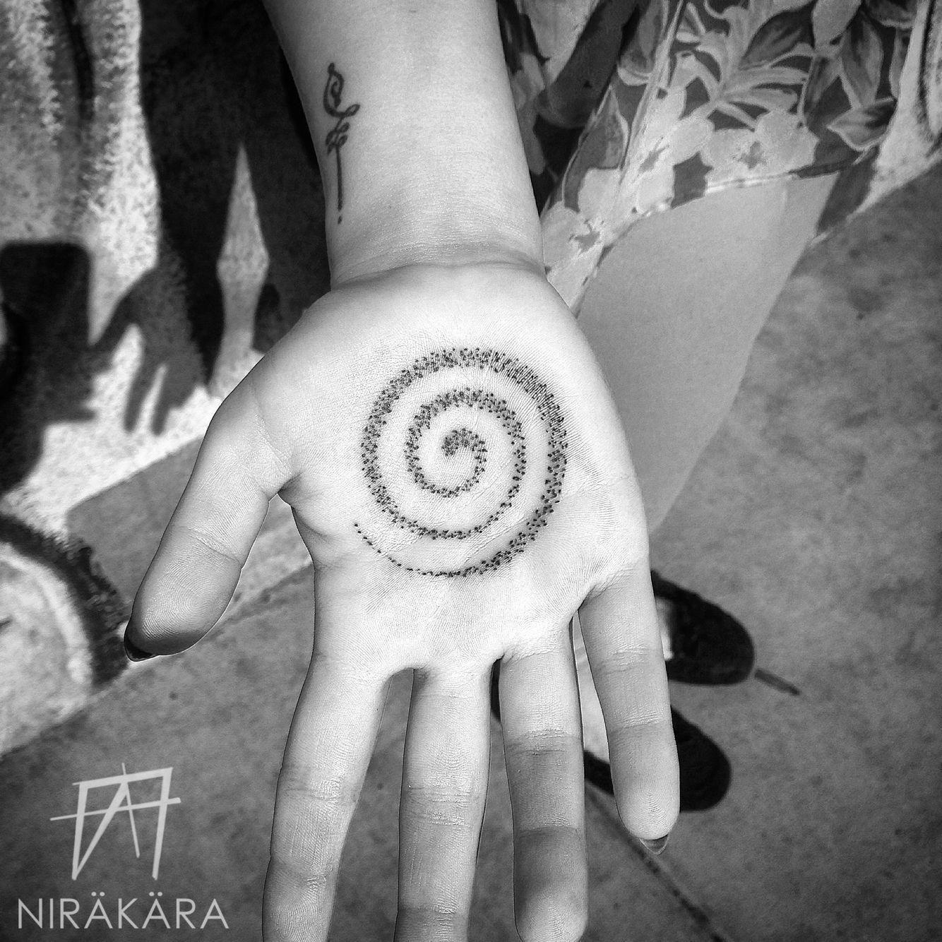 Blackwork Sacred Geometry Yoga Buddha Mandala Noir Meditation Dotwork Pointillism Stippling Tatt Hand Palm Tattoos Hand Tattoos Hand Tattoos Pictures