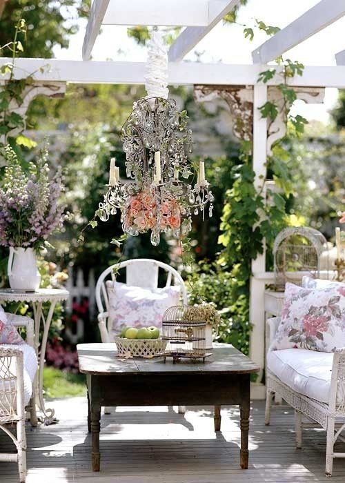 Shabbi Fy Your Outdoor Es This Weekend See More Fabulous Shabby Chic Garden Decor At Thefrenchinspiredroom