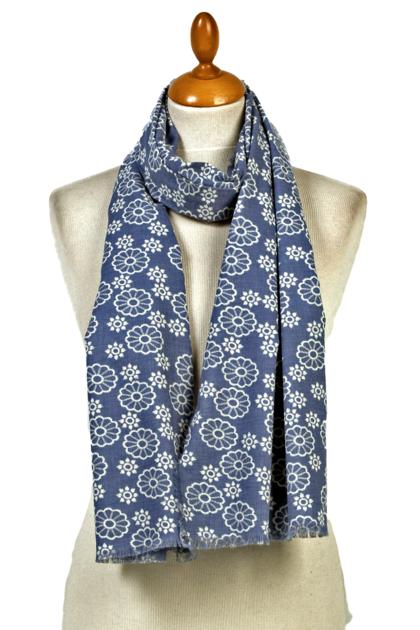 Foulard chèche bleu rosaces. PROMO -30% mesecharpes.com ... 95f5a97f2bc