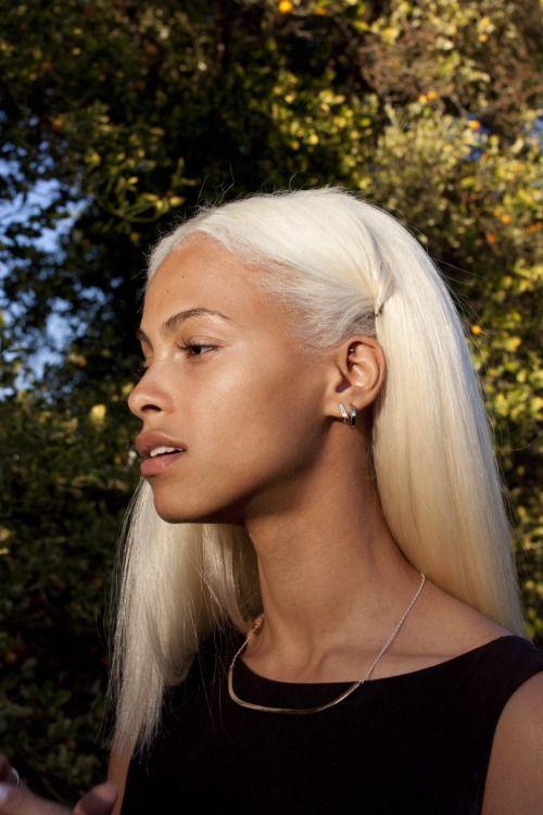 21 Fierce Platinum Blonde Hairstyles To Make Jaws Drop Hairstyle Guru Short Hair Balayage Platinum Blonde Hair Hair Color Shampoo
