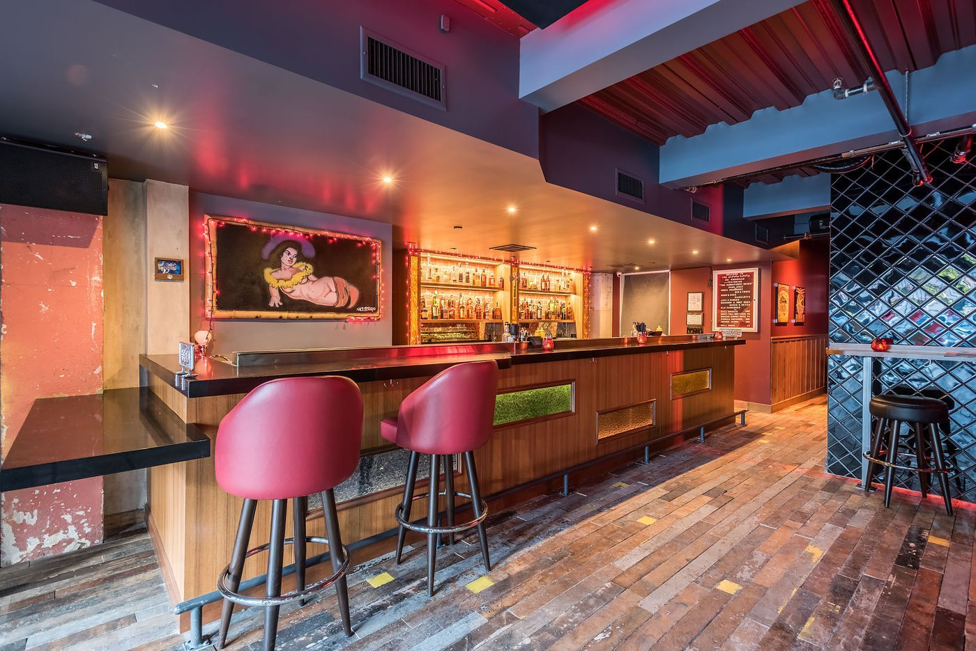 Downtown S Secretive 80s Bar Is The Perfect Throwback Hang Diner Decor Bar Arcade Bar