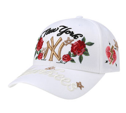 93586f0cf7045 Men s   Women s New York Yankees Floral Embroidery Graphic Baseball  Adjustable Hat - White   Black   Gold