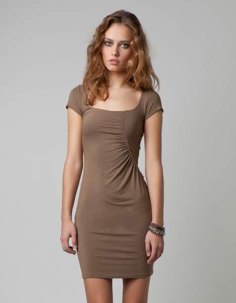 Para quem tem um corpo elegante, este vestido justo em castanho da bershka e perfeito!!!