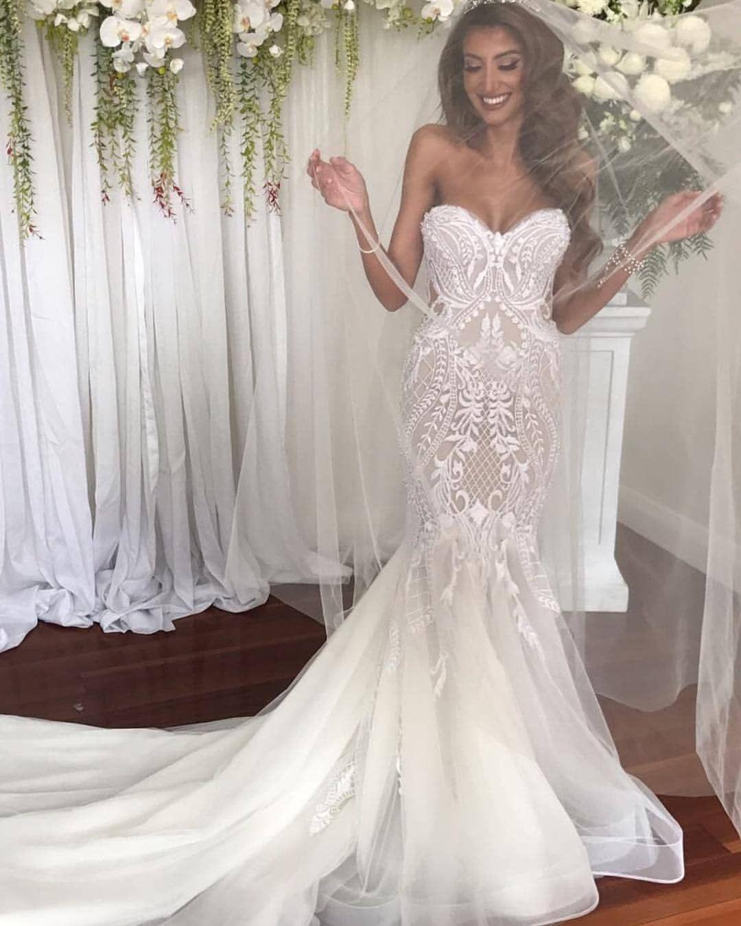 How Breathtaking Is This Beautiful Bride And That Perfect Smile Sparklingwhitesmile Transform Yo Wedding Gowns Mermaid Wedding Dresses Groom Wedding Dress [ 1350 x 1080 Pixel ]