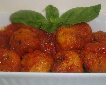 albóndigas de patatas en salsa