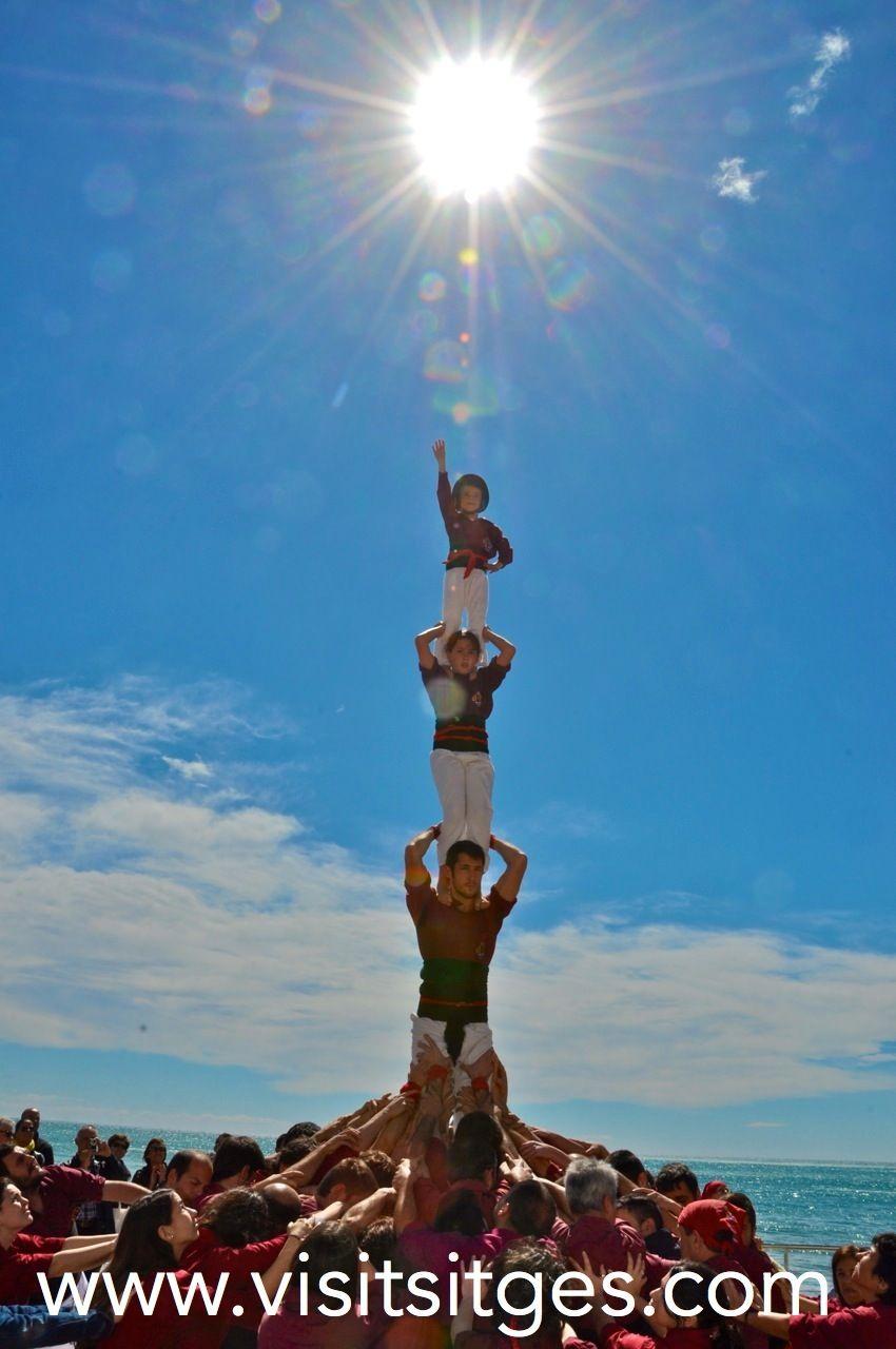 Castellers de la Jove de Sitges http://www.visitsitges.com/es/fiestas-y-tradiciones/42-festa-major-del-21-al-27-de-agosto