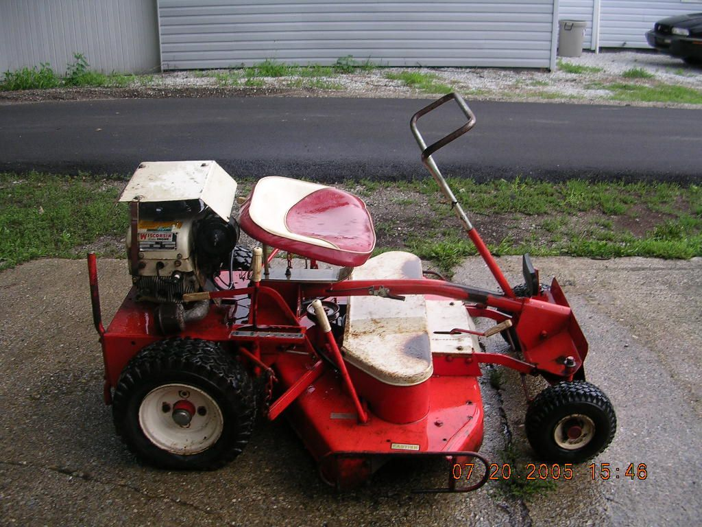 This Is One Of Snappers First Rear Engine Mowers It Was The Comet This One Was A 41 Mower Tractor Mower Mower Vintage Tractors