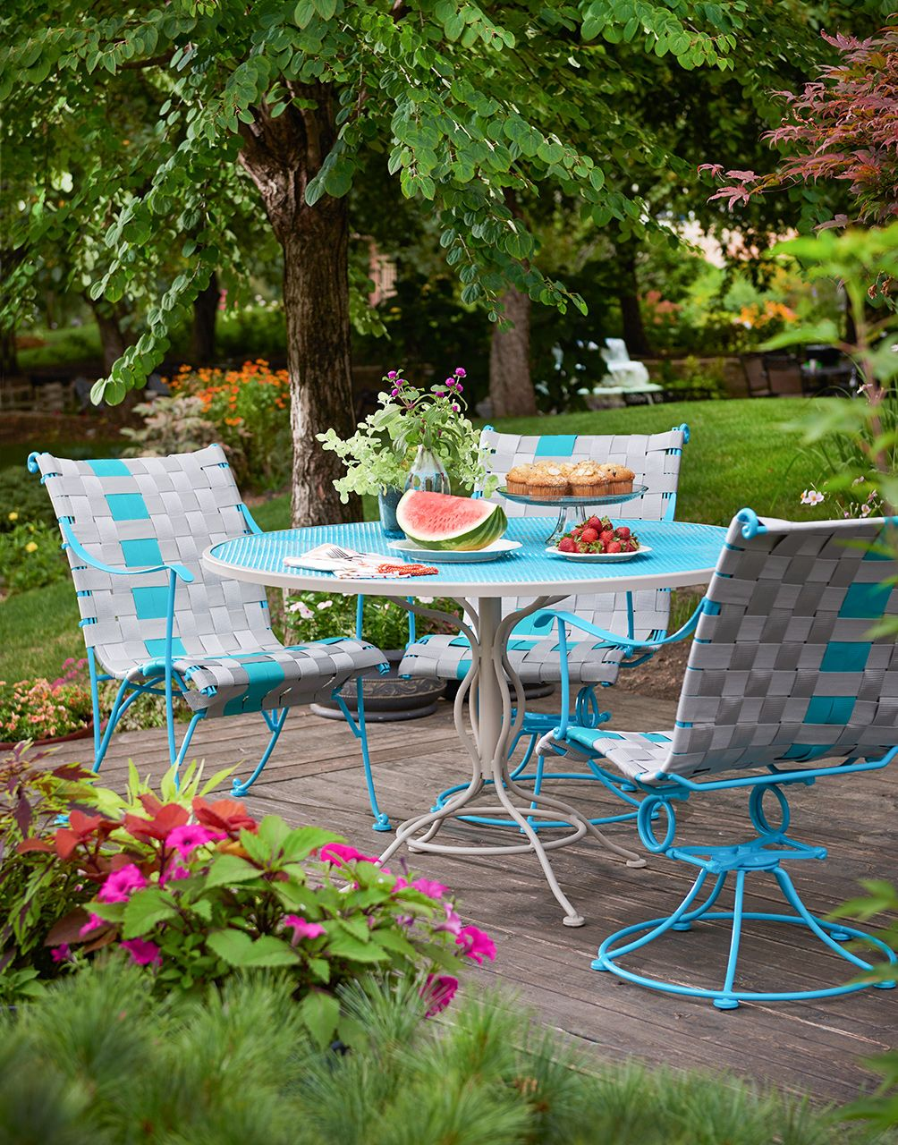 24 Budget Friendly Backyard Ideas To Create The Ultimate Outdoor Getaway In 2020 Patio Set Patio Metal Patio Furniture