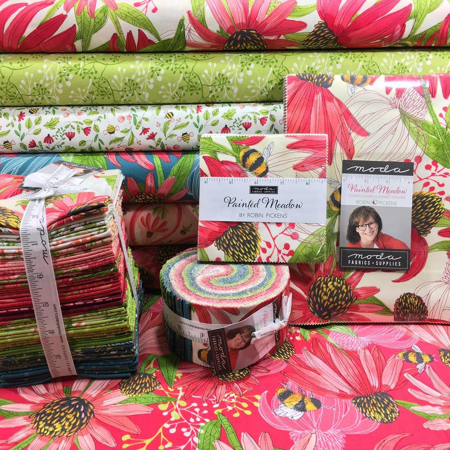 Painted Meadow By Robin Pickens It Is A Beautiful Garden Inspired Collection Myfavoritequiltstore Showmethemoda Modafabrics Ro In 2020 Quilt Stores Pickens Quilts