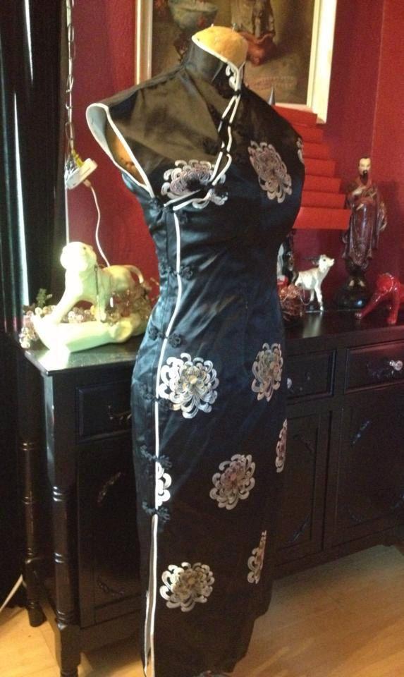 http://vintagedresseshop.com/wp-content/uploads/1950s-vintage-vampy-wiggle-cheongsam-asian-dress-size-m-retro-regency_2.jpg