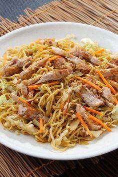 Besser als beim Lieblings-Imbiss: Chinapfanne mit Nudeln und Hühnchen