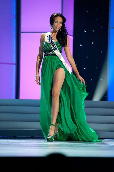 Miss Indonesia rocks in this Green gown - Miss Universe 2011 ...