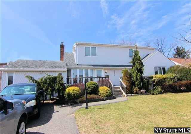 1070 Douglas Ave Wantagh Ny 11793 Building A House Real Estate Home Family