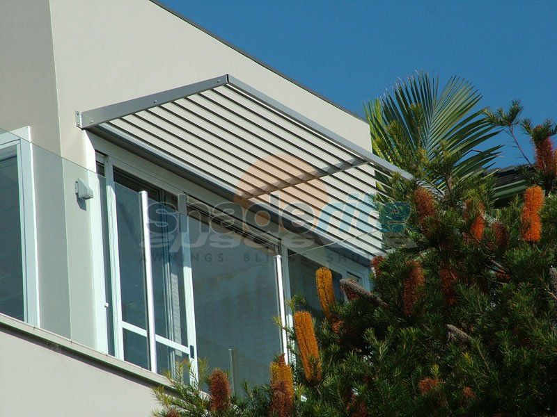 Aluminium Louvres Awnings And Canopies Sydney North Shore Northern Beaches Eastern Suburbs Inner West Shader Aluminum Awnings House Awnings Patio Shade