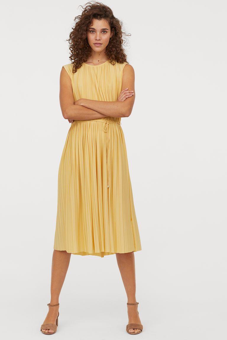 Plisseekleid  Plissierte kleider, Plissee kleid, Modestil