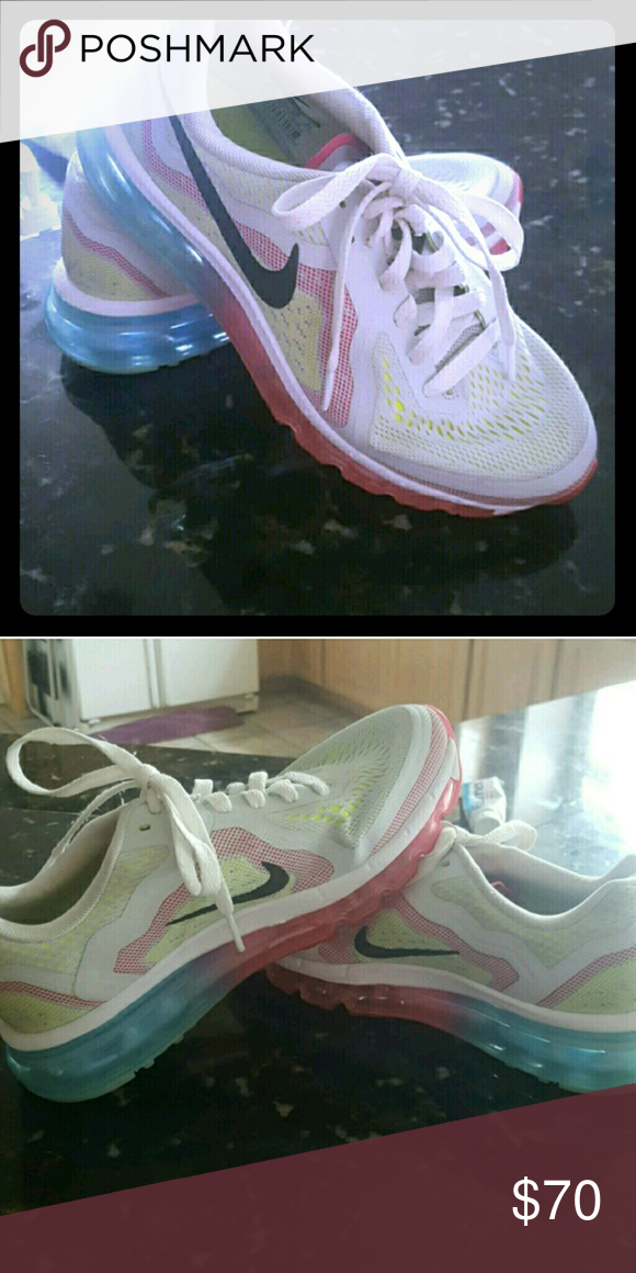Nike Air Max Womans Athletic Shoe Still in excellent condition hardly worn. No scuffs no fades. Nike Shoes Athletic Shoes