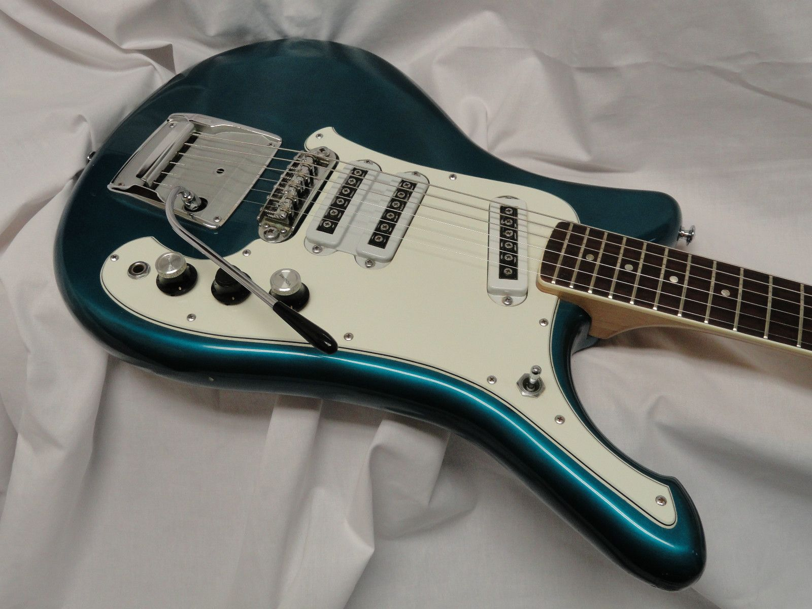 Pin On Vintage Classic 60s 70s Exotic And Cool Arty Electric Guitars And More