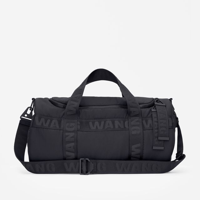 Lightly padded duffel bag with a zip and two handles at the top. Reinforced  with rubber underneath.  6b4bcb1cc3a67