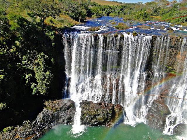 Cachoeira da Fumaça em Nova Ponte - Conheça Minas | Cachoeira da fumaça, Cachoeira, Ponte