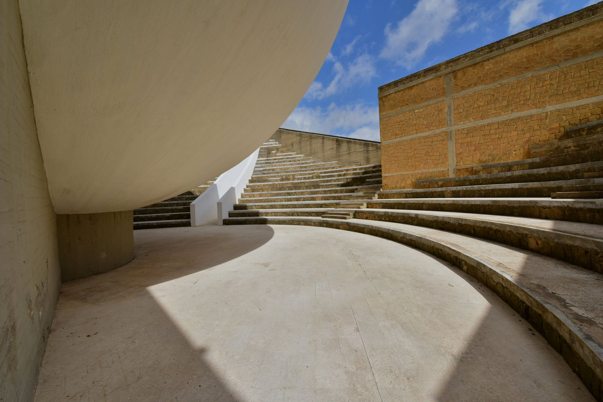 Gibellina Milton Machado Modulo di distruzione nella posizione Alfa originalmente posto all ingresso del Palazzo di Lorenzo art