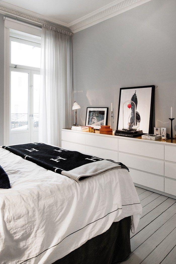 Bett, graue Wand, Malm Kommoden mit Dekoration, passt alles ...