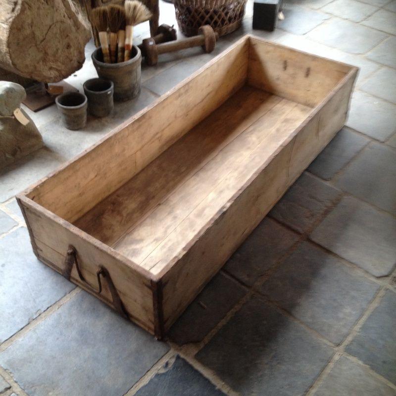 foto de Mega grote houten bak trog hondenmand landelijk hout oud