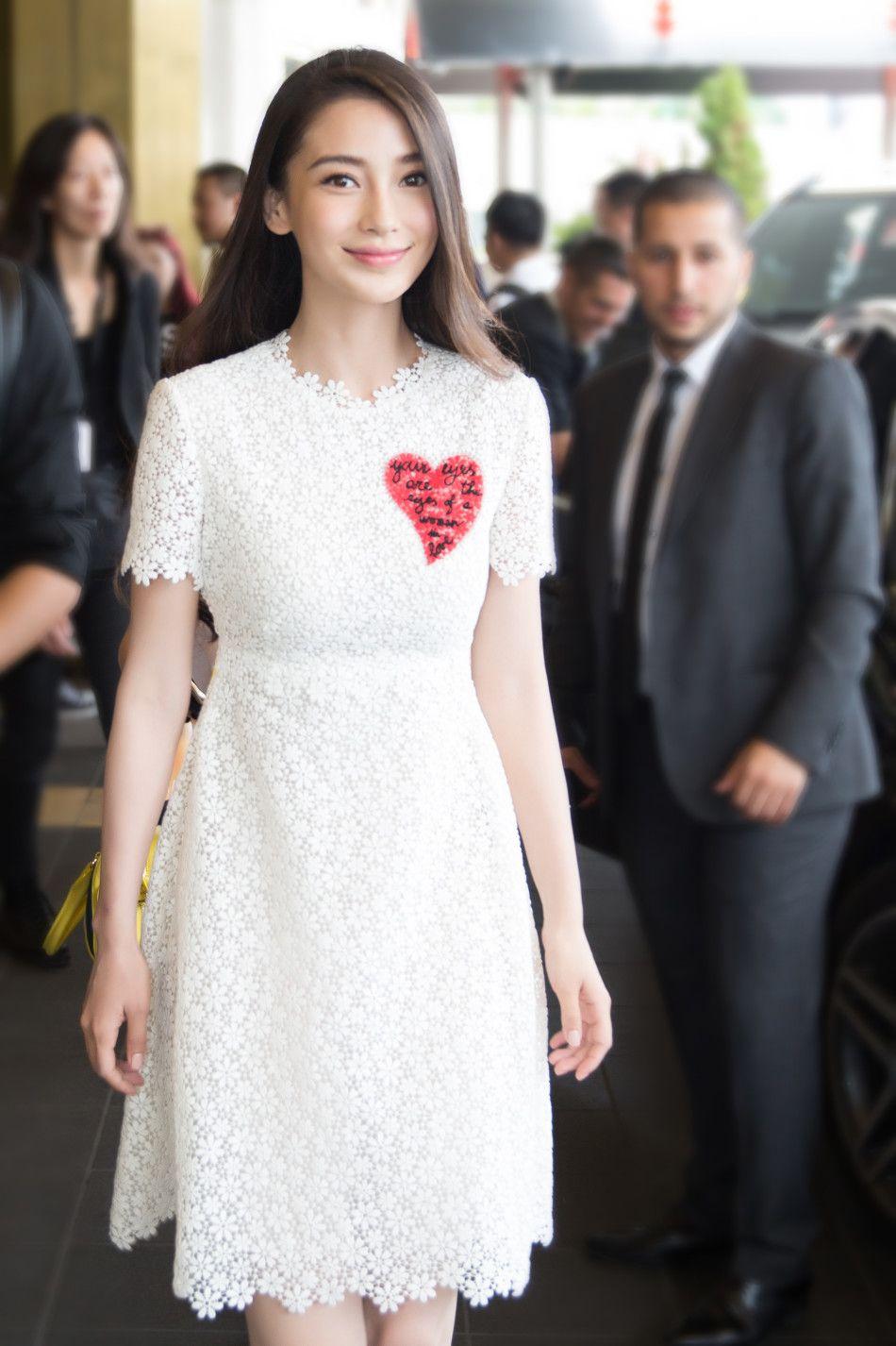 新浪娱乐讯 5月14日,戛纳电影节举办电影《寻龙诀》发布会,baby白衣淡雅亮相。