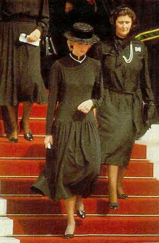 Senior royals REFUSED to clap Earl Spencer's eulogy at