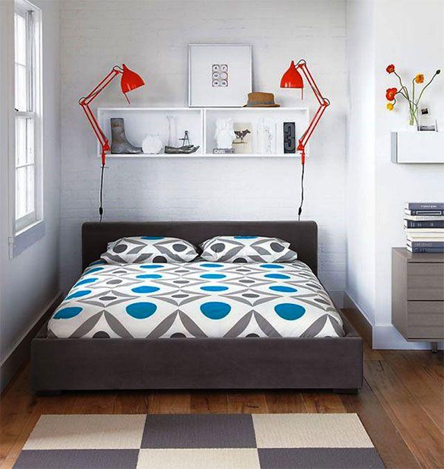 Dormitorio con cama multifuncional con repisa sobre la for Adornos para repisas