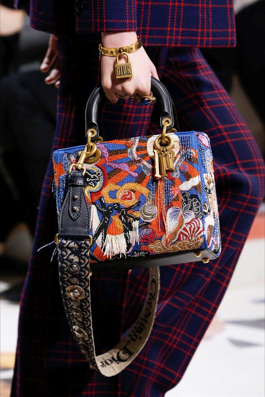 Rivestirsi di simboli: la nuova moda è il gioiello