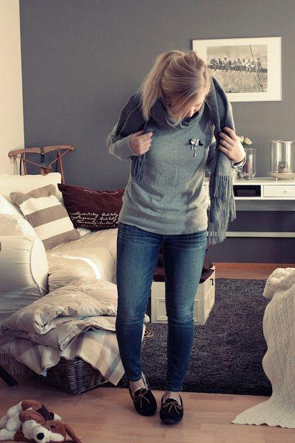 da0669990cf Casual outfit with UGG Dakota slippers. #ugg skiglari-norppa.b ...