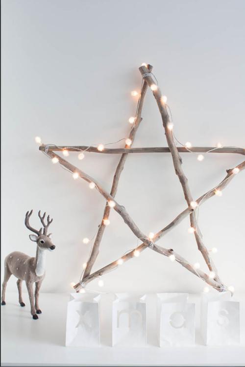 winterliche dekoration mit einem stern aus sten und einer lichterkette diy dekoration. Black Bedroom Furniture Sets. Home Design Ideas