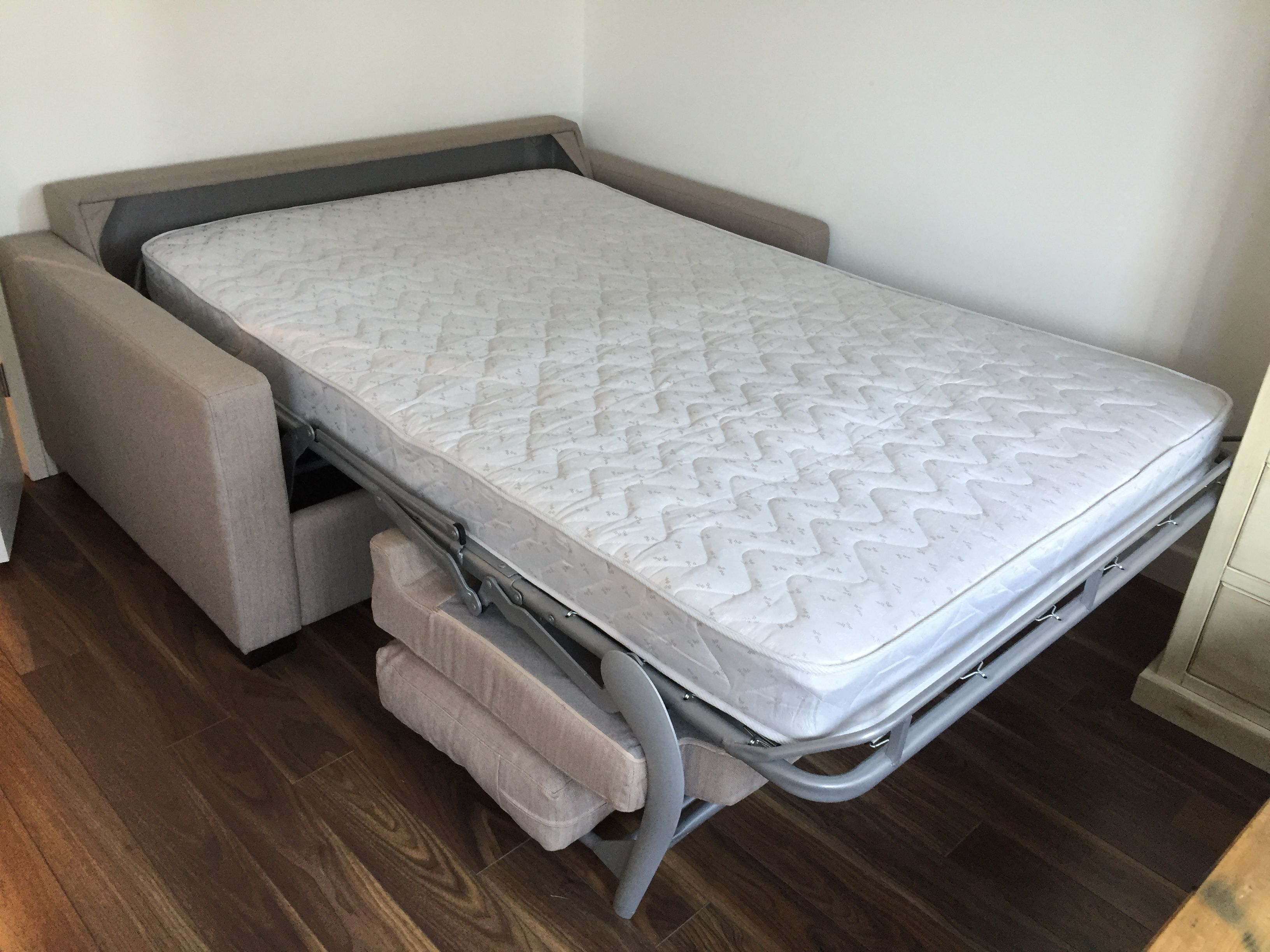 Ash regular use 140 cm x 195 cm bonnel reflex foam mattress in a