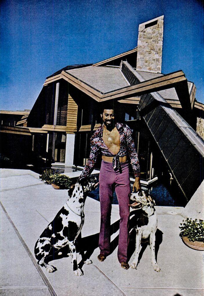 1974 — Wilt Chamberlain   his Bel-Air home 0c73a37d9b6