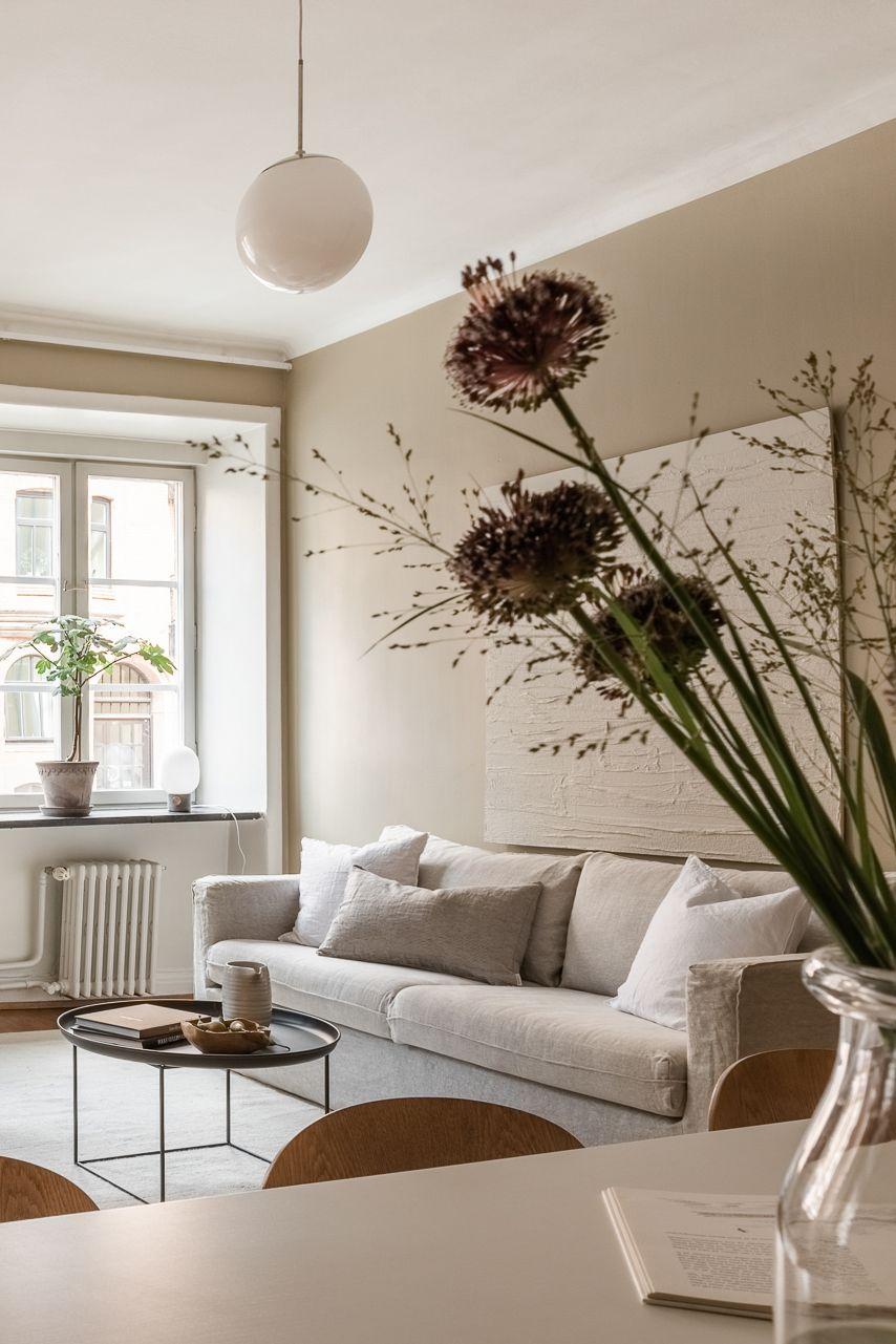 Fifty Shades Of Beige In This Gorgeous Apartment Interieur Woonkamer Woonkamer Inspiratie Minimalistische Woonkamer