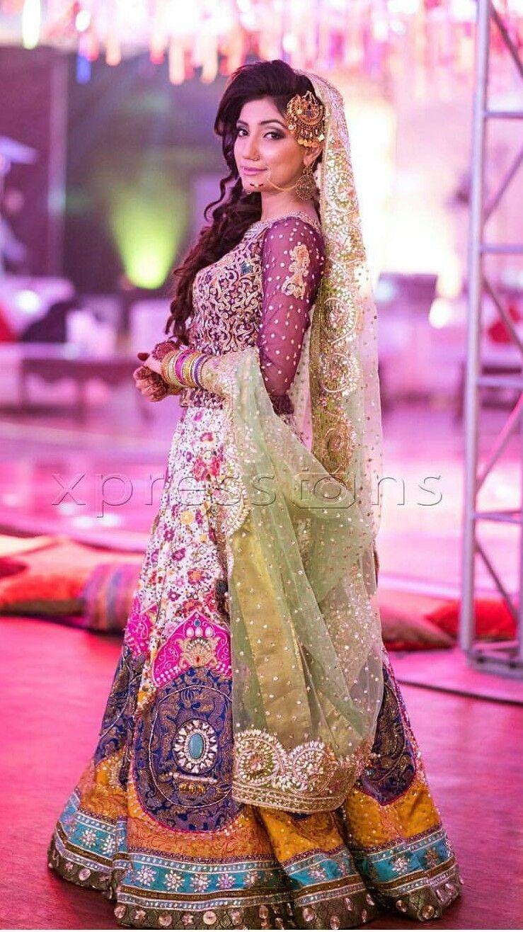 Pakistani Mehndi bride …   Rang e P…