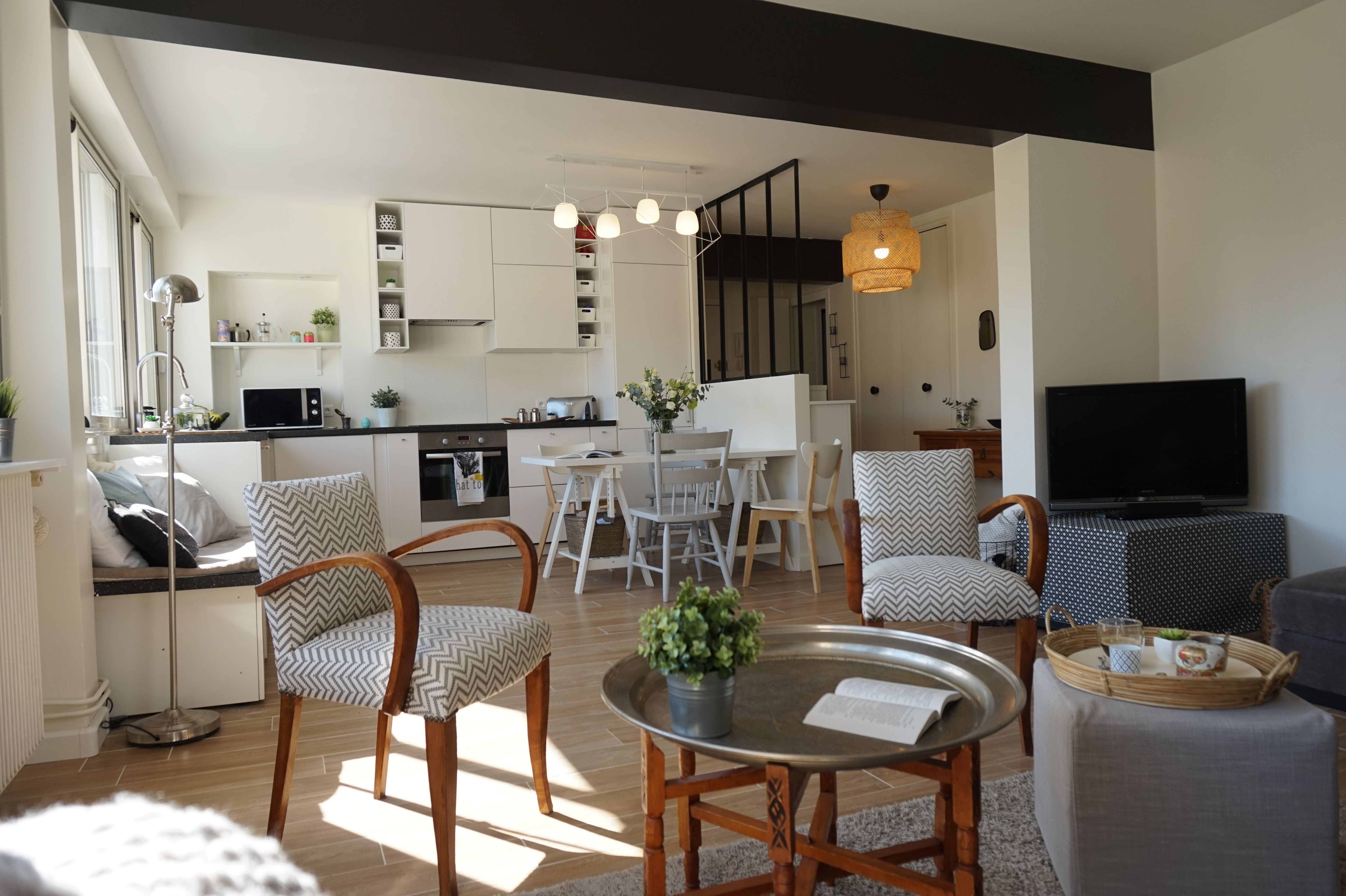 Pi ce vivre ouverte sur cuisine avec verri re chic et - Deco piece a vivre avec cuisine ouverte ...